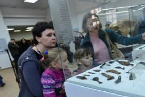 """Московские археологи нашли на Берсеневской набережной шейную печать """"Вытегорского кабака"""""""