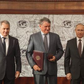Сенатора от Вологодской области Юрия Воробьева наградили медалью РГО