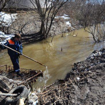 СПАСАТЕЛИ И ЭКОЛОГИ Вологды обследуют русла малых рек в преддверии паводка