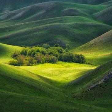 """Март – последний месяц приема заявок на юбилейный V фотоконкурс РГО """"Самая красивая страна""""."""
