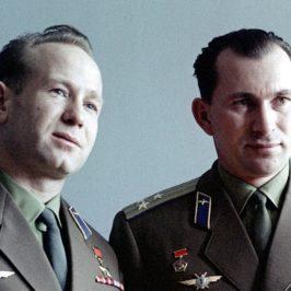 В июне 1965 года после своего полета в космос Павел Беляев и Алексей Леонов побывали в Вологде и посадили дубки возле памятника 800-летия города.