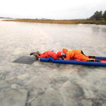 """Спасатели АСУНЦ """"Вытегра"""" провели для кадетов урок спасения на зимних водоемах."""