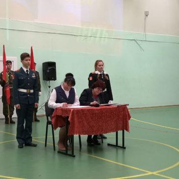 """Соглашение о сотрудничестве между кадетской школой """"Корабелы Прионежья"""" и Новолисинской школой-интернатом подписали в Ленобласти."""
